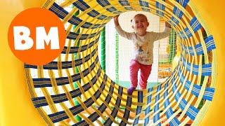 Детский лабиринт Развлечения для детей | Playing in the kid's labyrinth