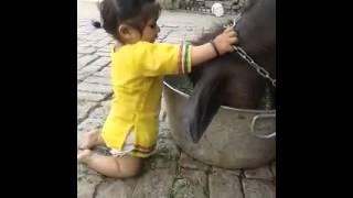 Chota bacha jaan ke na koi ankh dikhana re......