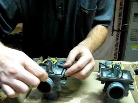 Finishing the cleaning of my snowmobile carb's......