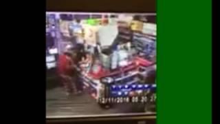 FilGoal | اخبار | بالفيديو- نجم مصارعة سابق يقوم بعمل بطولي بداخل محطة بنزين