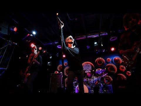 "STONE TEMPLE PILOTS - ""Vasoline"" Live at KROQ"