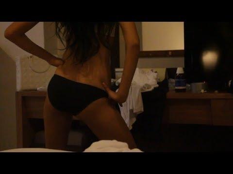 Девушка раздевает себя у себя дома видео, подглядывание за красивыми украинскими девушками порно онлайн
