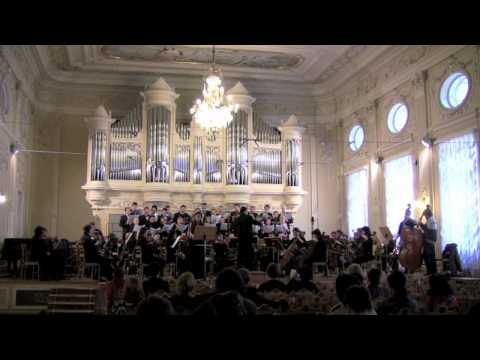 H. Villa-Lobos - Magnificat-Alleluia - Wendell Kettle, conductor (vision from the audience).m4v