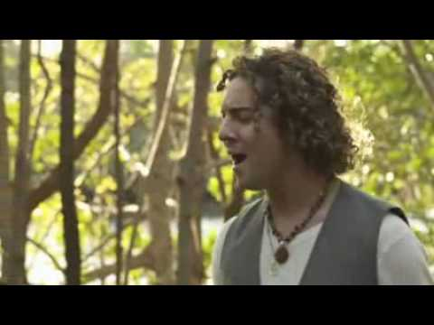 Miley Cyrus y David Bisbal  When I look at you (videoclip junto a David Bisbal)