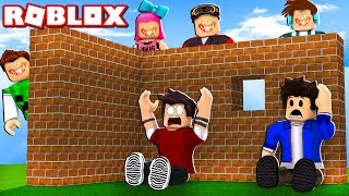 Roblox - YOUTUBERS DO MAL (Build to Survive 2!)