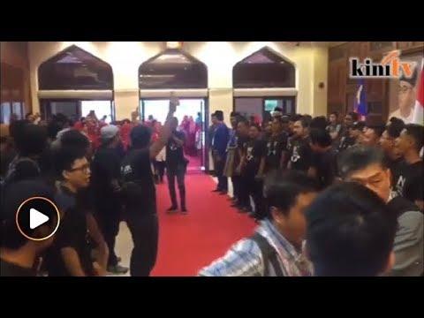Lagu 'Terima Kasih' bergema sambut Najib di PWTC