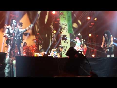 KISS and Momoriro Clover Z Live 3/3/2015 KISS vs ももいろクローバーZ at 東京ドーム 夢の浮世に咲いてみな