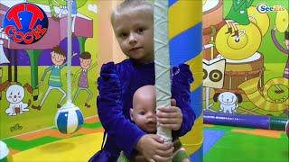 ? Кукла Беби Борн и Ярослава в детской игровой комнате. Baby Born Doll is in the children's playroom