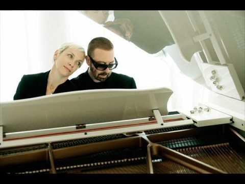 Train In Vain Annie Lennox Cover Youtube