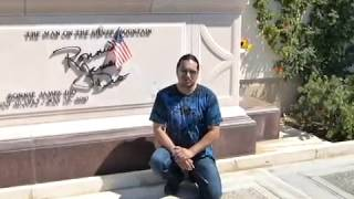 Visiting the grave of Ronnie James Dio - visitando la tumba de Ronnie James Dio - R.I.P.