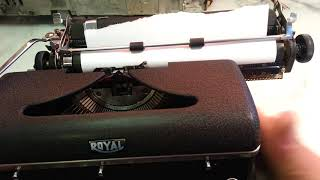 Royal Typewriter vs WD-40, Vintage Quiet De Luxe Clean Success