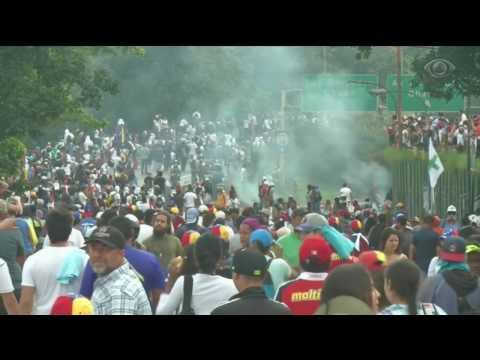 Sobe para 26 o número de mortos em protestos na Venezuela