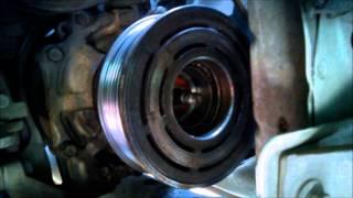 Cambio del balero de la polea del compresor de Honda Civic 2006-2010. Quitar parte de balero roto.