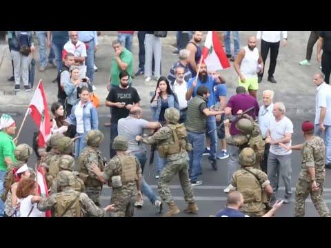 اشتباك بين متظاهرين وأفراد من الجيش اللبناني  - نشر قبل 4 ساعة