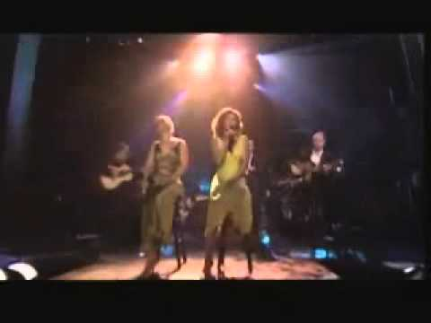 """Vanessa Williams performs """"The Holly and the Ivy"""" Live"""