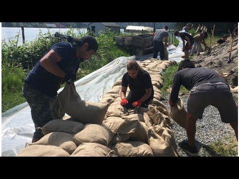 Barnston Island prepares for potential flooding as Fraser River surges