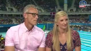 Kadın sporcu erkek sunucuyu canlı yayında  taciz etti