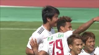 金沢が相手陣内でのパス回しからゴールに迫ると、背後からのスルーパス...