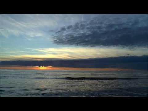 Море. Небо. Закат. Быстрая съемка.