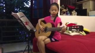 SUE 8 tuổi bắt đầu tập Guitar do Bố Dũng dạy (15/6/2017)