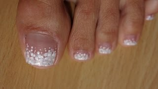 Toes Art Design French Pedicure White on white marble effect