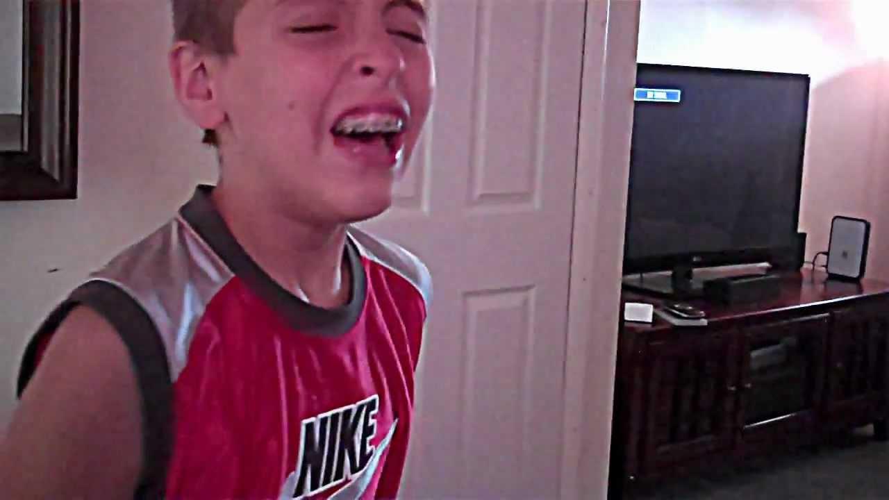 Sneezing kid - YouTube