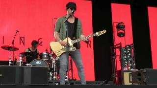 "Kensington, intro en opkomst bij ""Riddles"", Breda Live 09-07-2016"