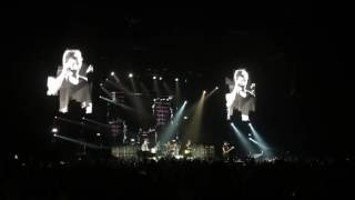 5 Seconds of Summer - Carry On / Hey Everybody! Live @Hallenstadion