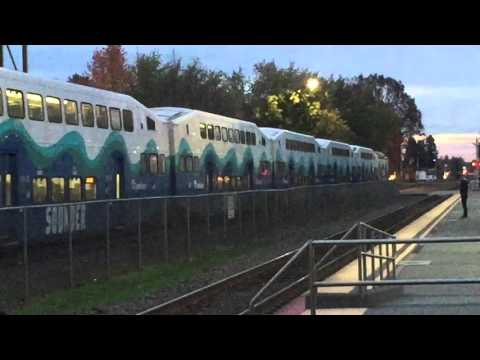 Two Sounder trains at the Kent Station