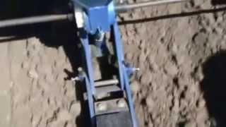 Сеялка СТВ-4 переделанная под трактор(официальный сайт: ### www.kruchkov.com.ua ### Сеялка точного высева на 4 секции переделанная под мини трактор! Сеяли..., 2013-05-13T05:57:46.000Z)