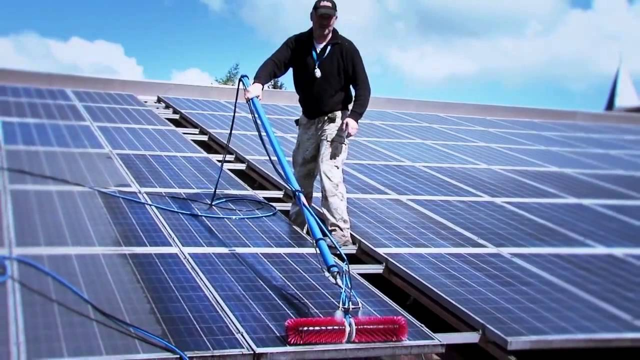 solaranlage reinigen pv anlage photovoltaikanlage youtube. Black Bedroom Furniture Sets. Home Design Ideas