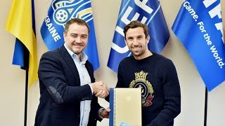 Президент ФФУ вручив Даріо Срні PRO-диплом УЄФА