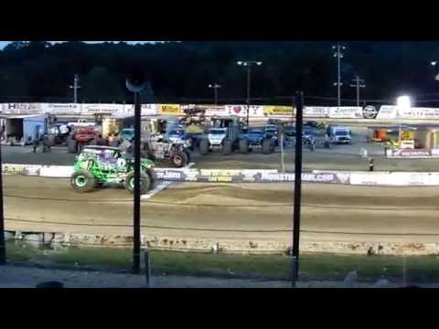 Grave Digger Vs. Max D - Monster Jam 2016 - Lebanon Valley Speedway, NY