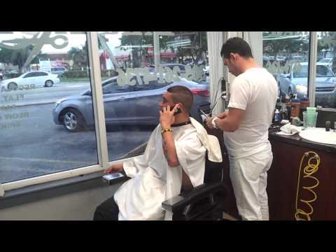 Osmani garcia en la mejor barberia de la calle 8