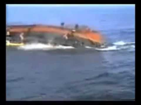 VIDEO  Migrant Boat Capsizes Near Italy  leaving 200 people in the sea friday 11/10/2013
