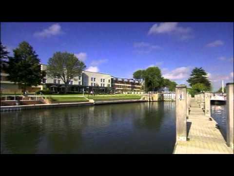 runnymede~on~thames hotel, River Thames