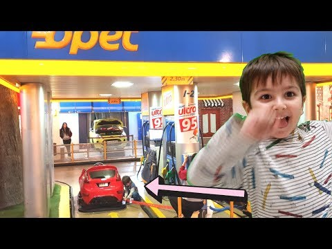 Eymen Pretend Play Gas Station Worker With Vehicles