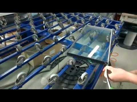 видео: Ручная сборка двухкамерного стеклопакта с гибким спейсером greenspacer