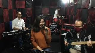 Marion jola - Rayu (cover by Flatfive Band )