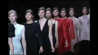 Блеск и нищета недели моды в Париже(Парижская неделя моды закрыла марафон показов летних коллекций будущего года. Именно во Франции проходит..., 2012-10-04T23:02:36.000Z)