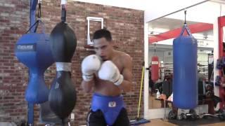 jojo diaz 17-0 10 kos working mitts - EsNews Boxing