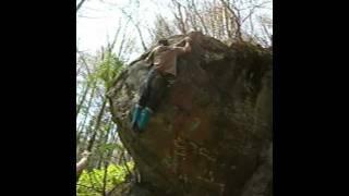 八千穂ボルダー球岩の初段課題
