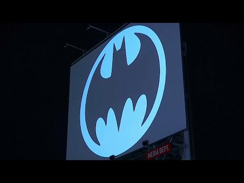 euronews (in English): Watch: Batman symbol beamed into sky as caped crusader turns 80