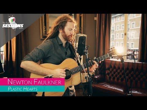 Клип Newton Faulkner - Plastic Hearts