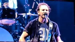 Baixar Pearl Jam - Small Town (Padova, Stadio Euganeo, 24/6/2018)
