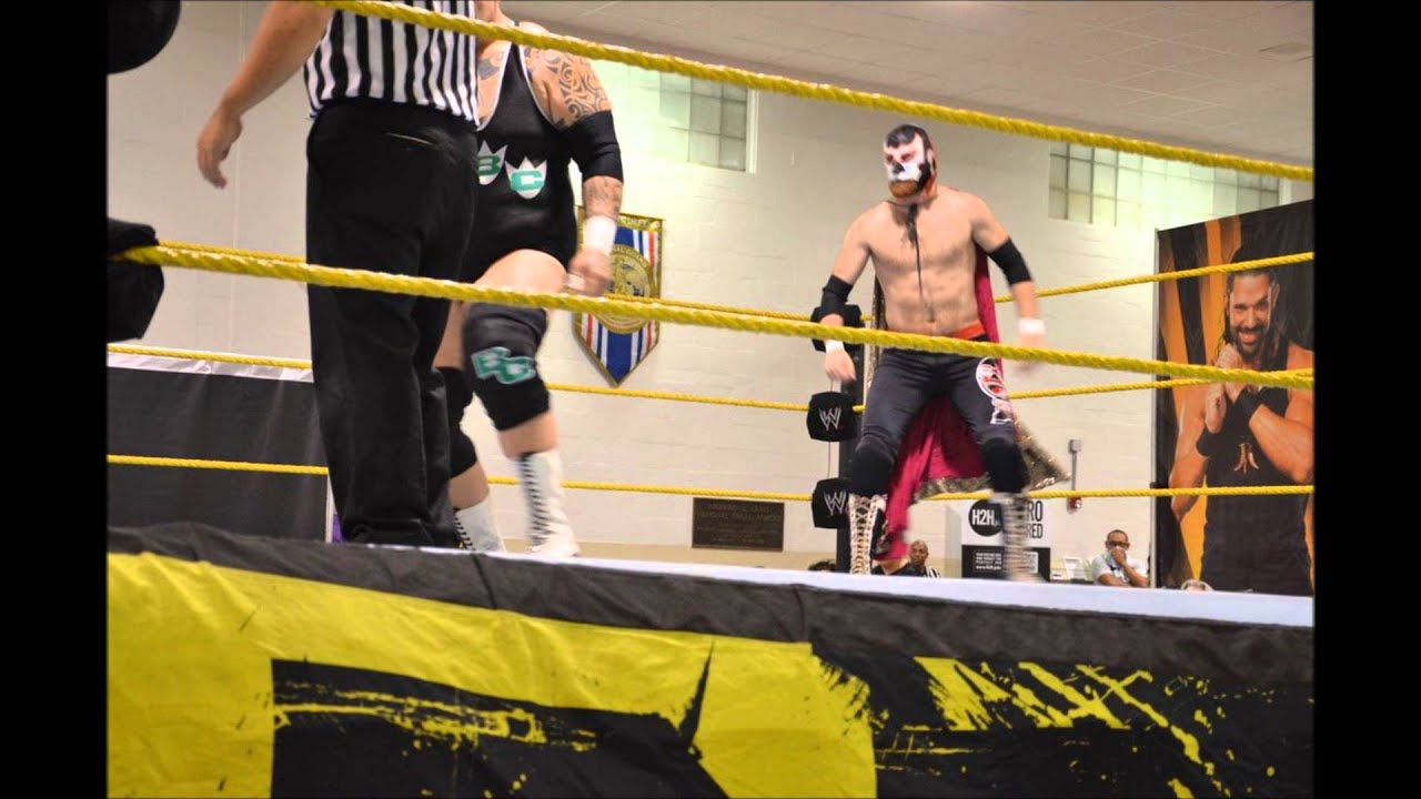 ¡Olé! El Generico debuts with WWE - YouTube