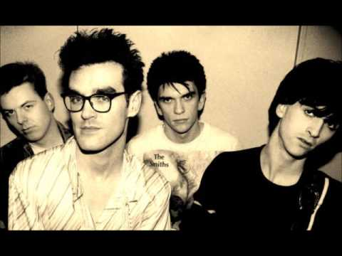 The smiths- Reel around the fountain lyrics