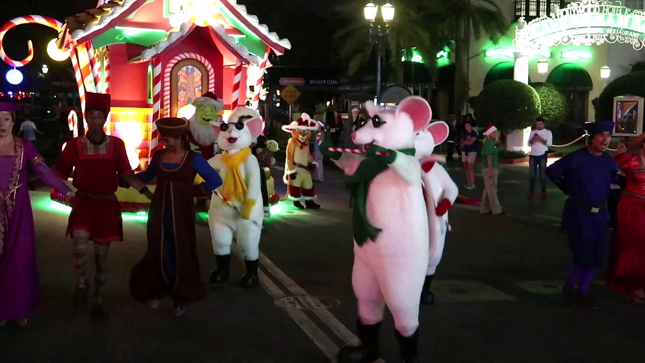 Santa Shrek 3 Blind Mice Shrek Villagers Full Mini Show Universal Orlando Christmas Youtube