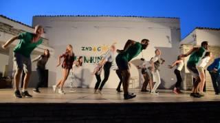 Танец белок