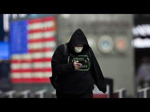 Aux États-Unis, près de 1800 morts en 24 heures, Donald Trump garde son flegme